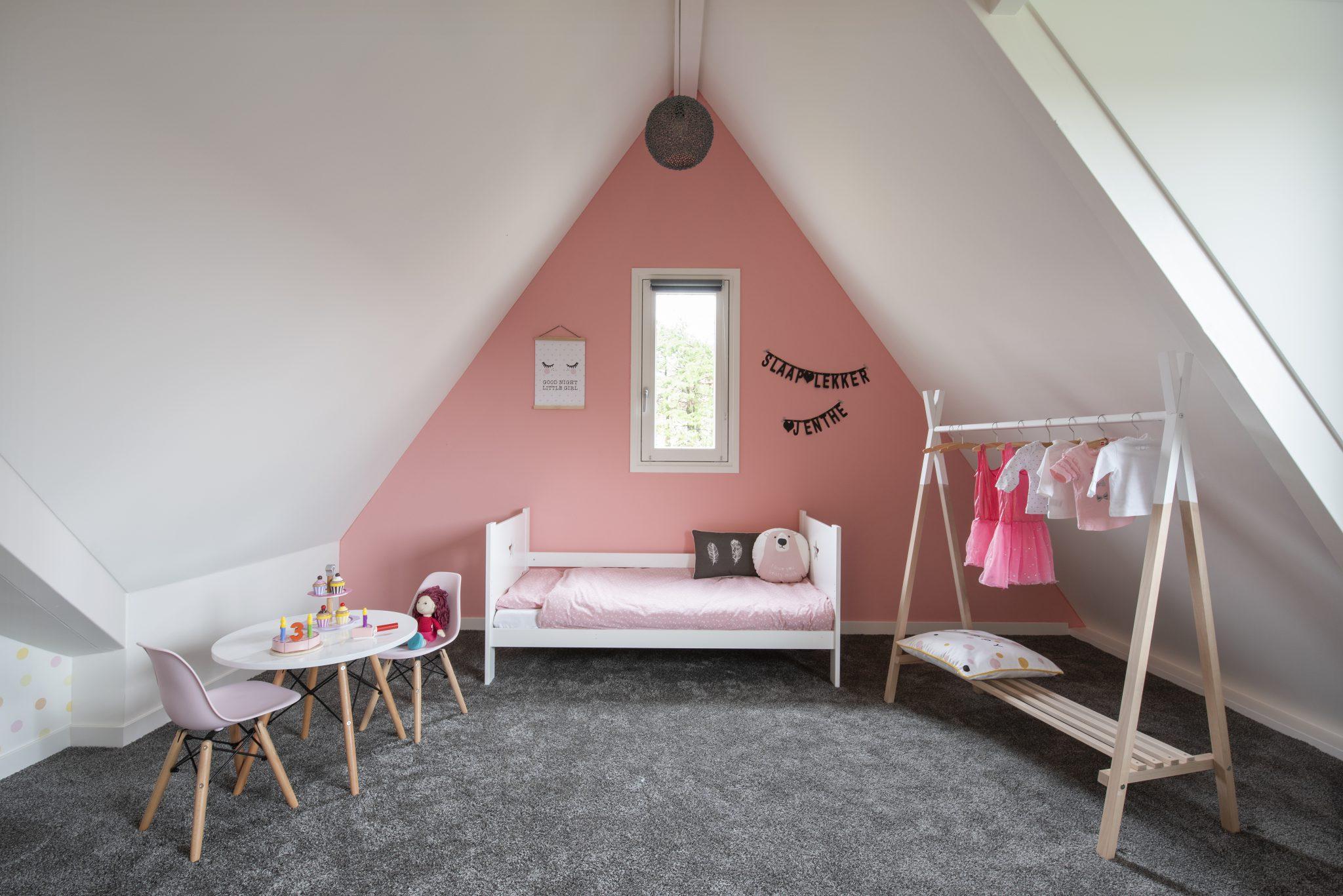 Bed_meisjeskamer_interieur_styling