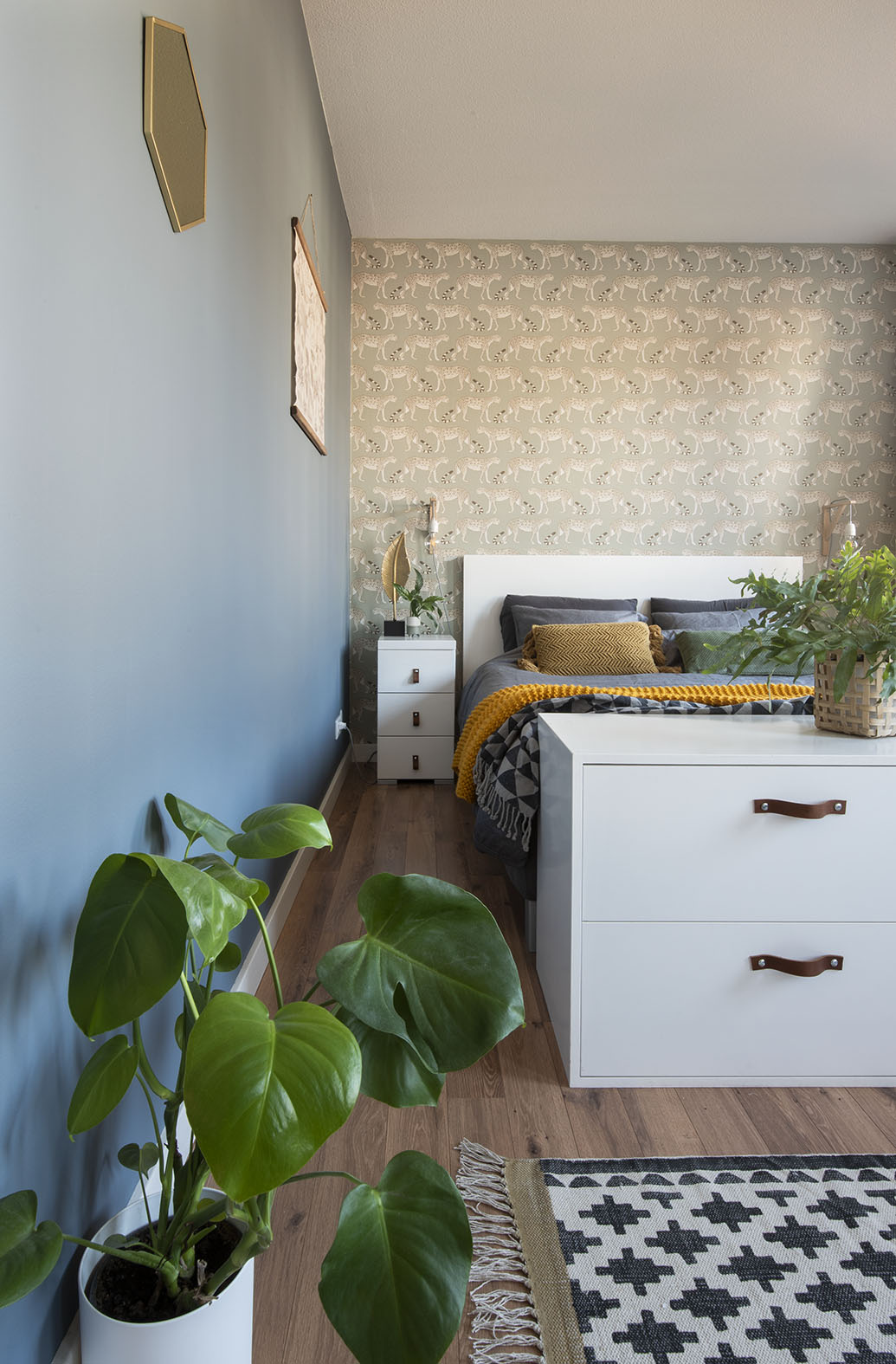 Slaapkamer-interieur-ontwerp-blauw-luipaard-styling-groen-2