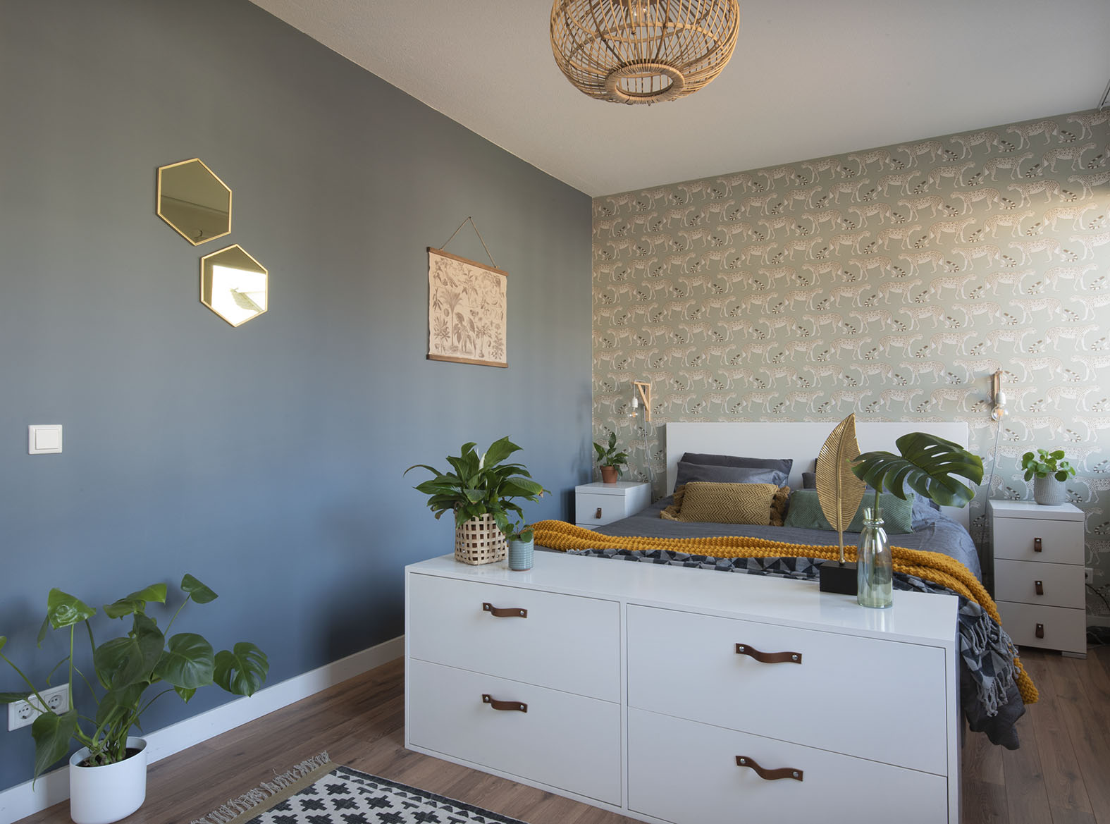 Slaapkamer-interieur-ontwerp-blauw-luipaard-styling-groen-3