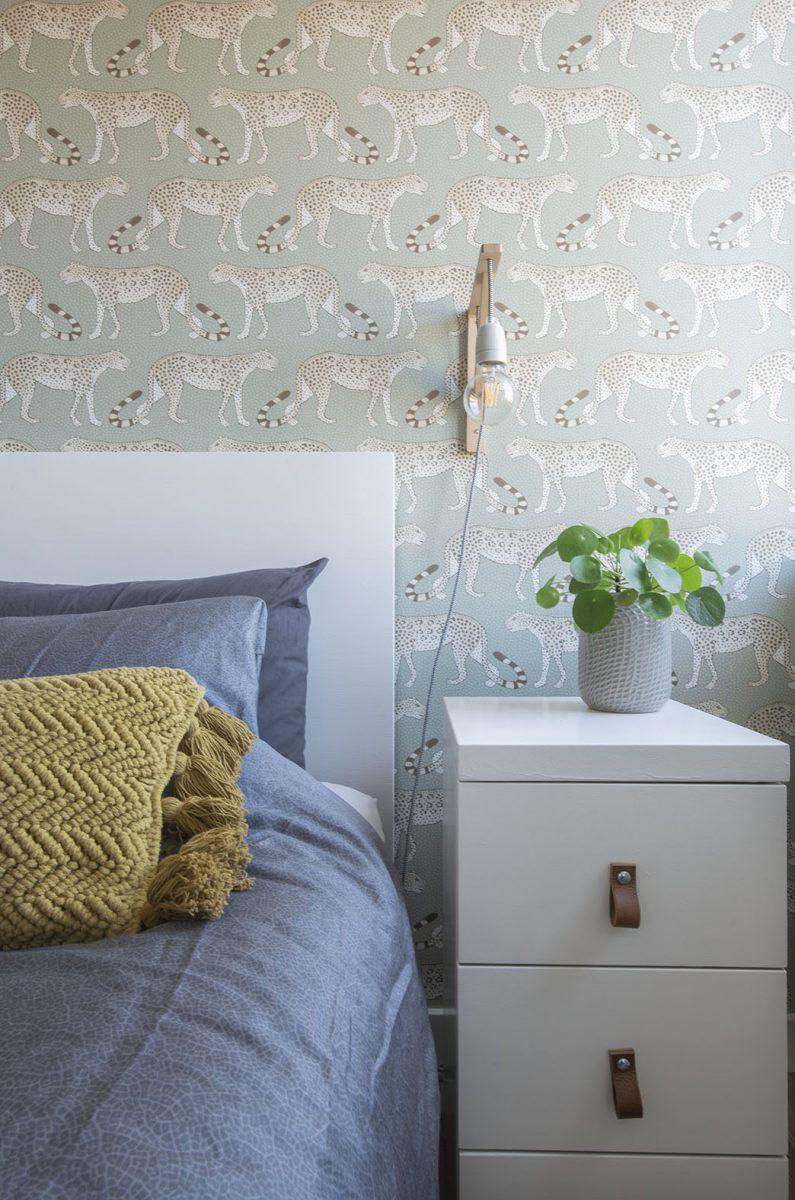 Slaapkamer-interieurontwerp-blauw-luipaard-styling-groen-8