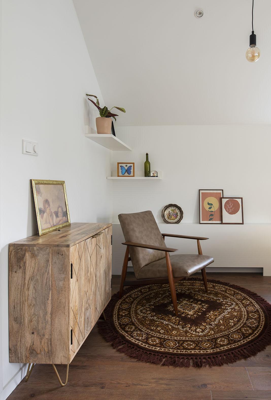 Slaapkamer vintage interieuradvies slaapkameradvies Den Bosch groen behang kleine zolder slaapkamer schuin dak interieuradvies