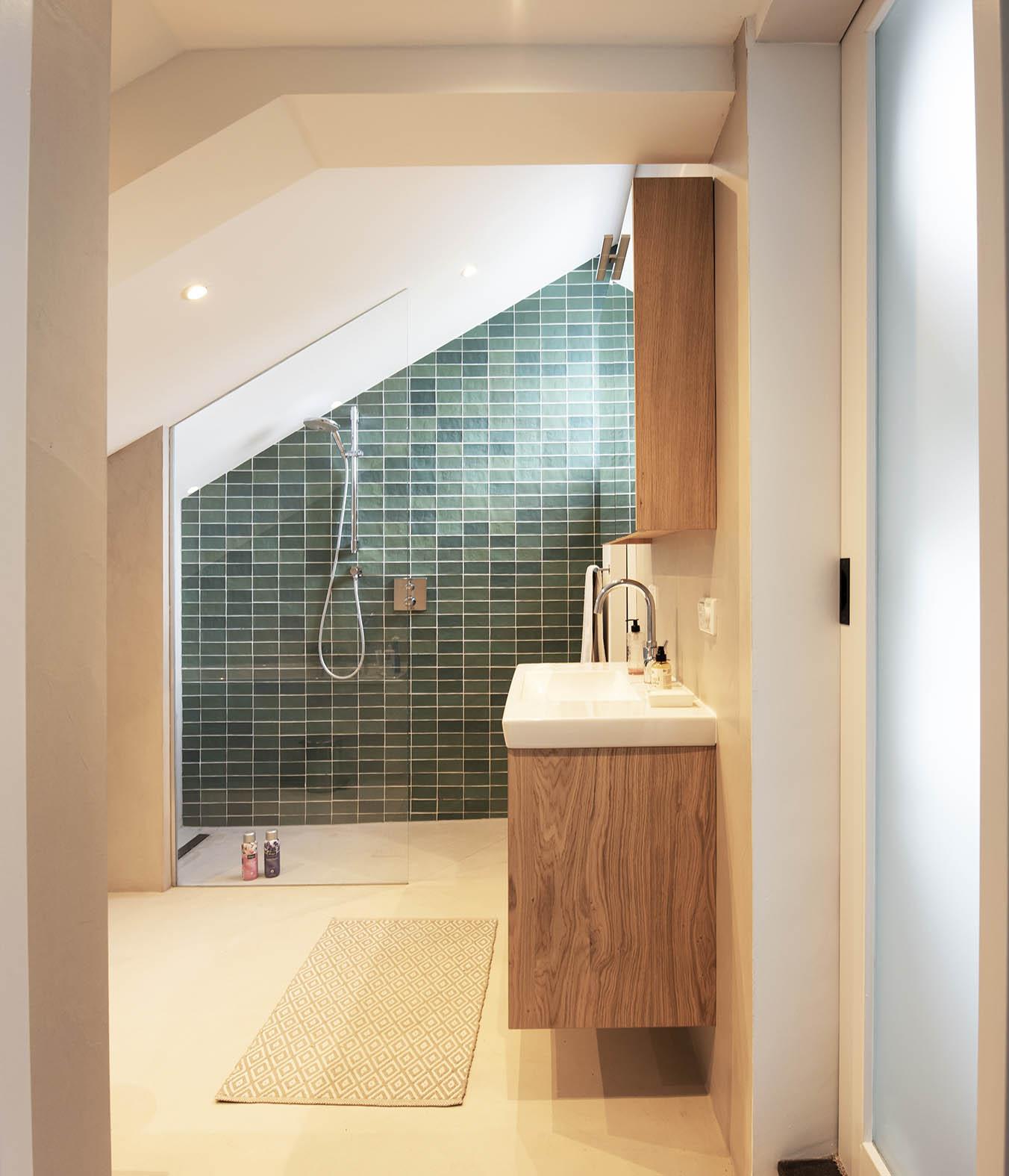 slaapkamer met badkamer groene tegels interieuradvies den bosch